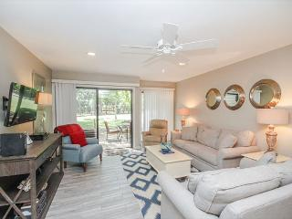 Greens 194, Updated 2 Bedrooms, Large Pool, Golf View, Sleeps 7, Hilton Head