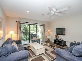 Greens 190, 3 Bedrooms Corner Unit, Large Pool, Walk to Beach, Sleeps 10, Hilton Head