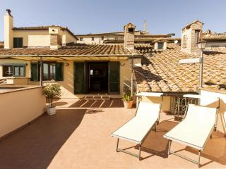 Casa Giulia, historical patrician apartment with panoramic terrace in town., Cortona