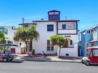 351 Catalina Ave, Avalon