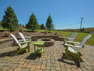 Amazing 4 Bedroom Luxury home with hot tub close to Wisp & area activities!, Oakland