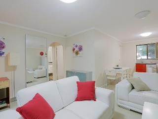 2BRM Aircon Apartment: cafe strip 2mins, PER 5mins, East Victoria Park