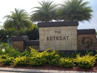 PALM BREEZE: 4 Bedroom, 3.5 bathrooms, 2 Master suites, Heatable Pool & Spa