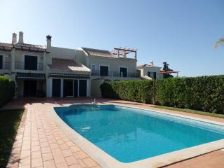 Vilamoura Townhouse 4Bed w/ Private Pool & Garden