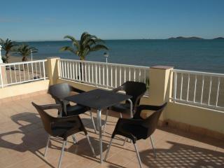 Front line beach PENTHOUSE with STUNNING views, Los Urrutias
