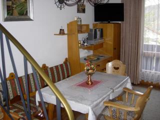 Wohnung 43 Wohnzimmer und Esszimmer mit Balkon im 1 Stock mit Blick zum Golfplatz, Zentrum