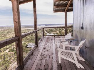 Skyhouse Canyon Lake: Designer Cliffside Home