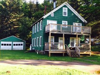8 Bedroom close to Hunter & Zip Line, Tannersville