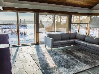 Newly built 6+ bedroom 4 bath home on Lake Simcoe