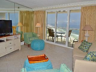 Beachfront condo ~ ideal for 2 couples ~ perfect getaway ~ awesome upgrades