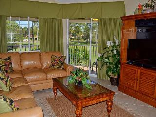 Beach villa close to pool~Sits directly on lake & golf course~modern updates