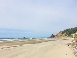 Beachfront 5 Bedroom with Private Beach Access, Lincoln City