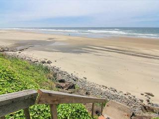 Huge Vaulted Great Room, Private Beach Access, Oceanfront, Two Fireplaces!, Lincoln City