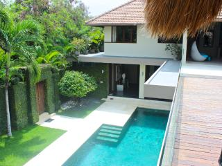 Designer villa near the beach with huge 16m pool, Seminyak