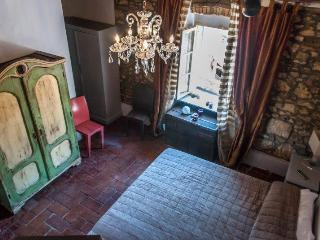 lovely appartment in the old town, Bibbona