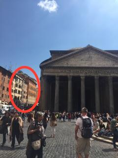 The apartment's location : Pantheon's square