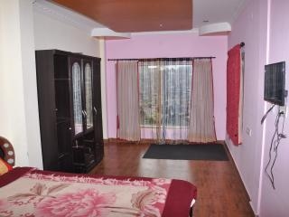 Neat and Hi-five room available, Ooty
