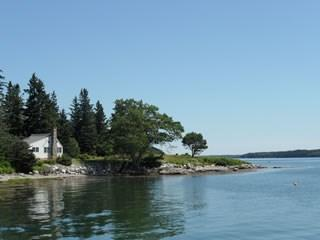 Neat-as-a-pin cottage with a stunning waterfront location, Tenants Harbor