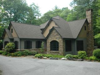 New Elegant Mountain English Cottage Sleeps 8, Cashiers