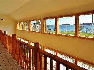 New waterfront House with Large Lawn-Swimming, Kayaking, close to Camden/Rockland.