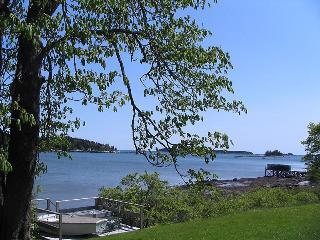 Waterfront house - private with large lawn., Rockland