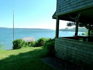 Authentic 1940`s renovated cottage -an absolute waterfront gem., Rockland