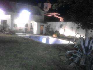 Casa completa de 4 dormitorios con piscina, Camarena