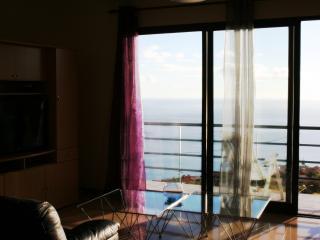 Villa Sunshine - Fantastic views, internet and heated pool