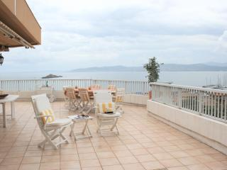 Stunning Penthouse, beach, sleeps 6, Saint Raphael
