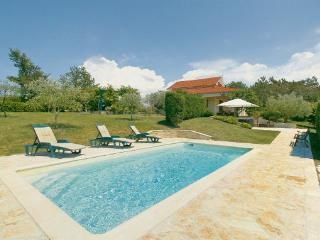 2 bedroom Villa in Groznjan, Istria, Croatia : ref 2046294