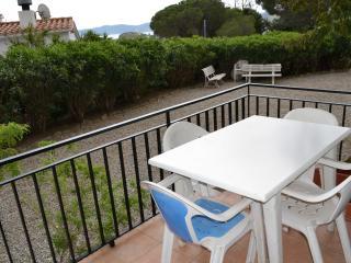 GRIFEU 4-Bonito alojamiento con terraza y vistas!!, Llançà