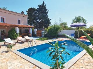 5 bedroom Villa in Vodnjan Kuzinici, Istria, Vodnjan, Croatia : ref 2047077, Divsici