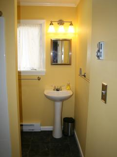 Full bathroom (with extra large shower)