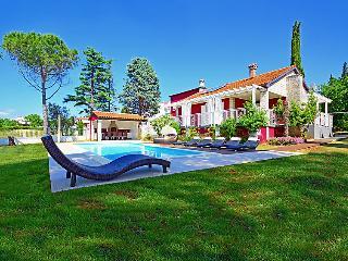 Villa in Pula Puntizela, Istria, Croatia, Stinjan