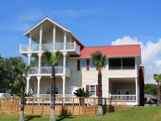 2 Railwood Avenue - Downstairs - Easy Beach Access - FREE Wi-Fi, Isla de Tybee