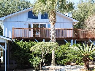 #13 5th Avenue - Upstairs - Close to the Beach, Shopping and Dining, Tybee Island