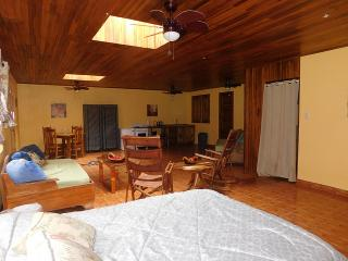 Studio furnished walking distance to town, Nuevo Arenal