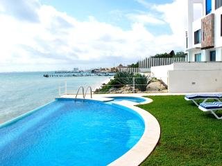 Ocean Front Luxury House, Cancún