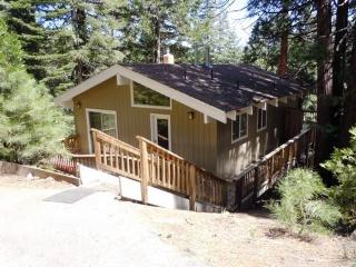 Henry - Private Country Club Home with Lake View, Lake Almanor Peninsula