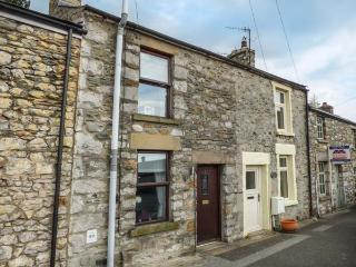 BANK END COTTAGE, close to amenities, countryside location, great base for walking, Ingleton, Ref 932598