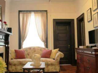 Classic Brownstone 2BR Beauty, Brooklyn