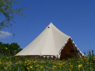 Shabby chic glamping for two, Arnac-Pompadour