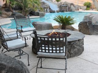 LV 8 Bedroom Home Private Pool, Putting Green ++, Las Vegas