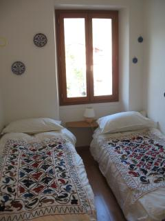 Bedroom - double or twin with linen for both