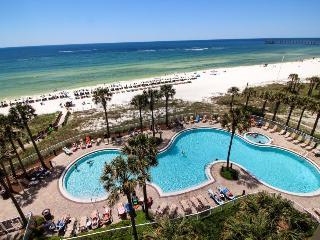 Oceanfront condo w/shared hot tub, pool, & beach access - Snowbirds welcome!