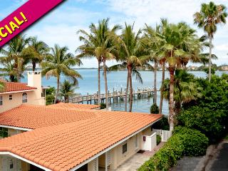 Baywatch Bungalow: 2BR Condo w/ Pool and Dock