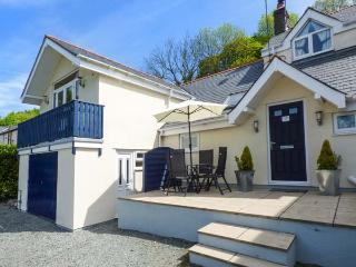RAINBOW COTTAGE apartment, countryside views, open plan, WiFi, in Llanwrst Ref 9