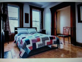 Crown Heights  Home Away From Home Cozy Apartment, Brooklyn