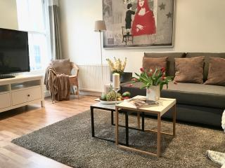 NEW! HUGE!  2BED/1,5 bath!!! MOST CENTRAL COVENT GARDEN! LUXURY! 3min to subway!, London