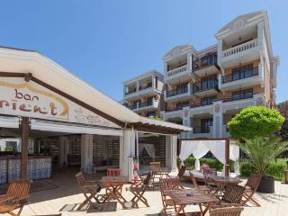 2 bed room apartment in Green life Resort